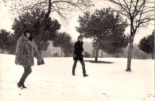 Piedad R Cabo e Lois Pereiro na casa de campo Madrid xaneiro 1981