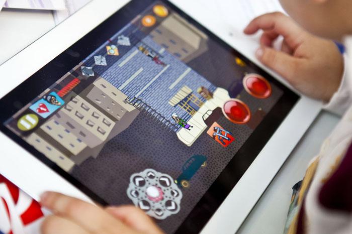 A engurra ao poder, un videoxogo para iPad