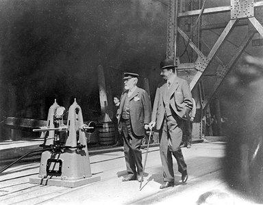 Ismay, visitando a construcción do Titanic