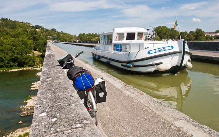 O ponte do canal de la Garonne sobre o río Garonne na entrada de Agen. #Disquerreto12