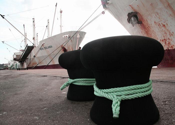 O puf Noray baséase nos amarres das embarcacións en porto