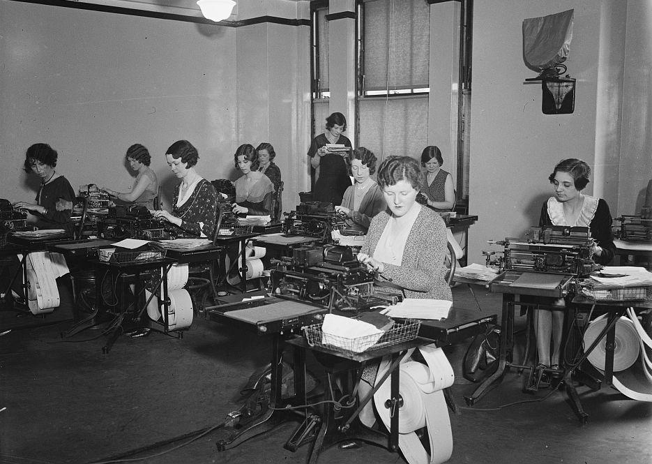 mulleres maquina de escribir