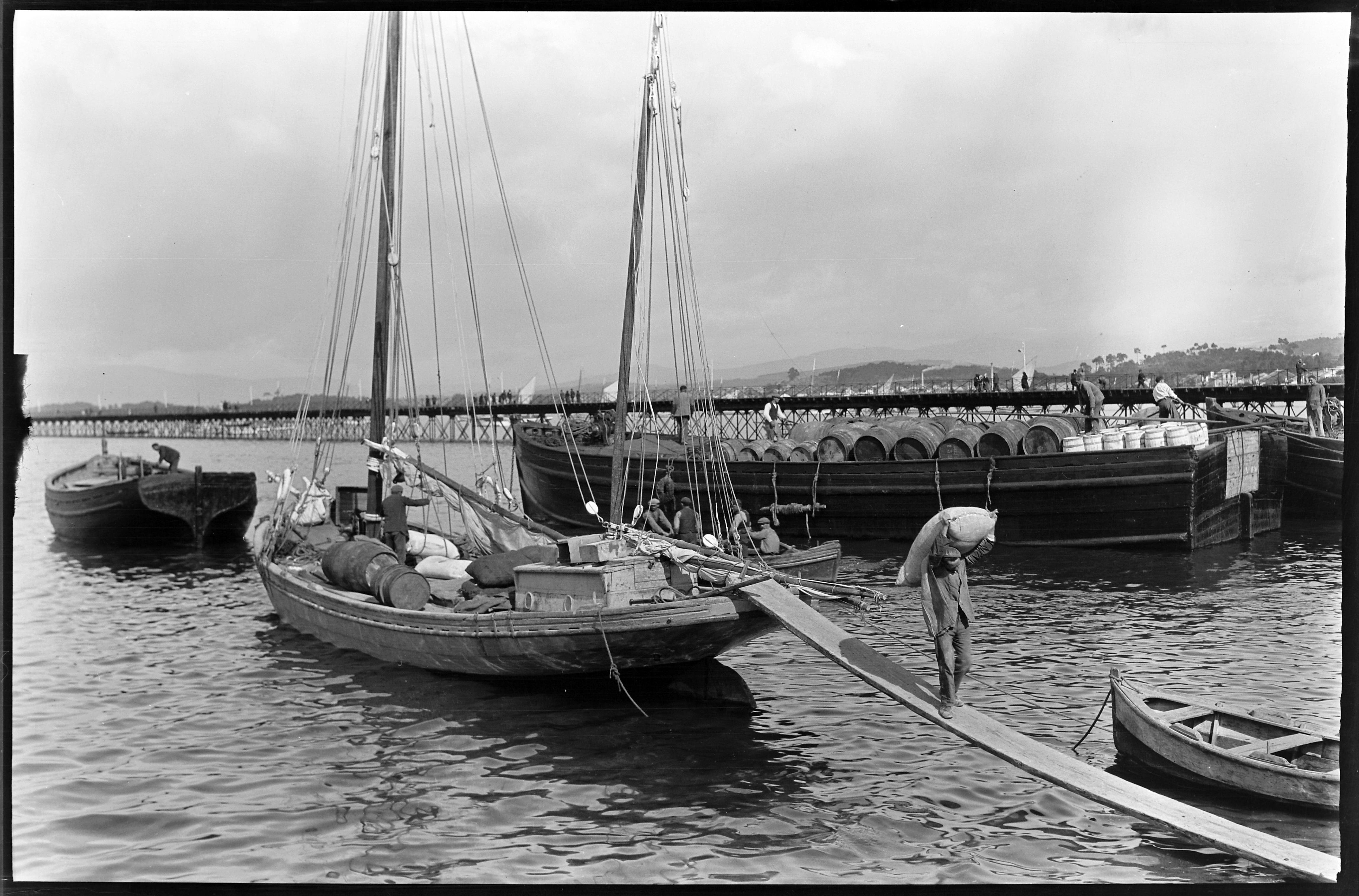 Descarga de fariña no porto de Vilagarcia