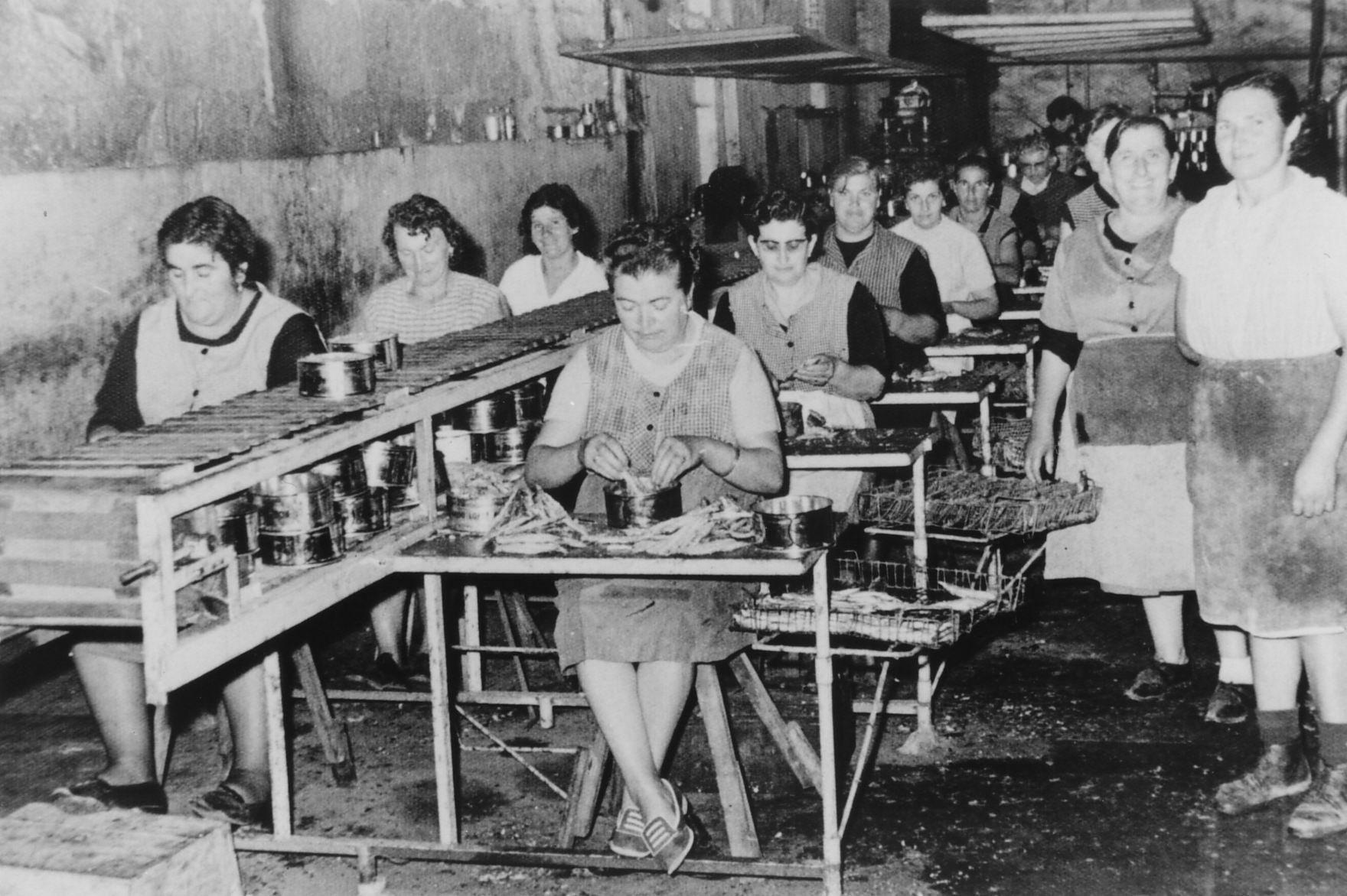 Cadea de enlatado na fábrica de Bobo 1966