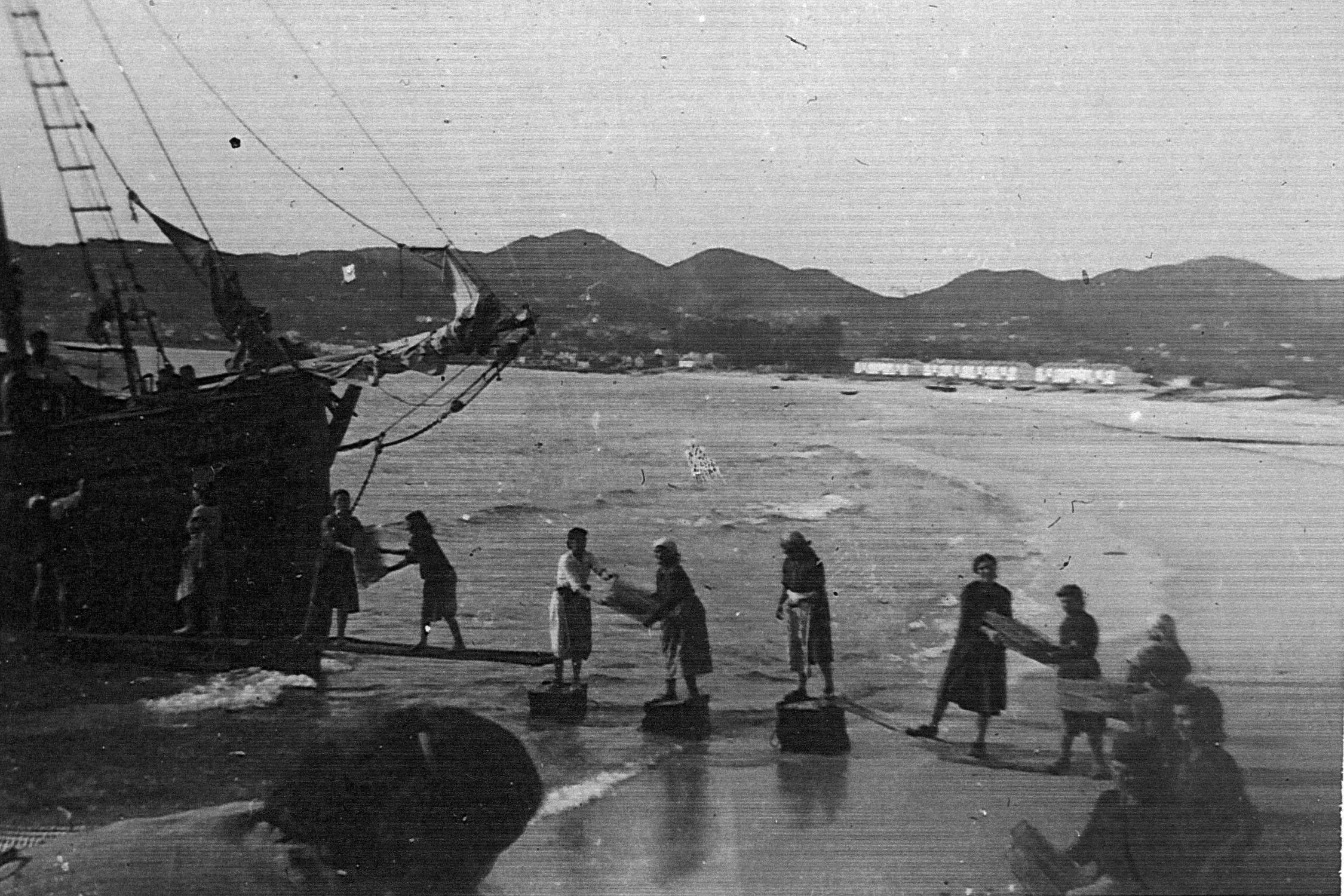Descarga na fábrica da Garita-Cangas 1950